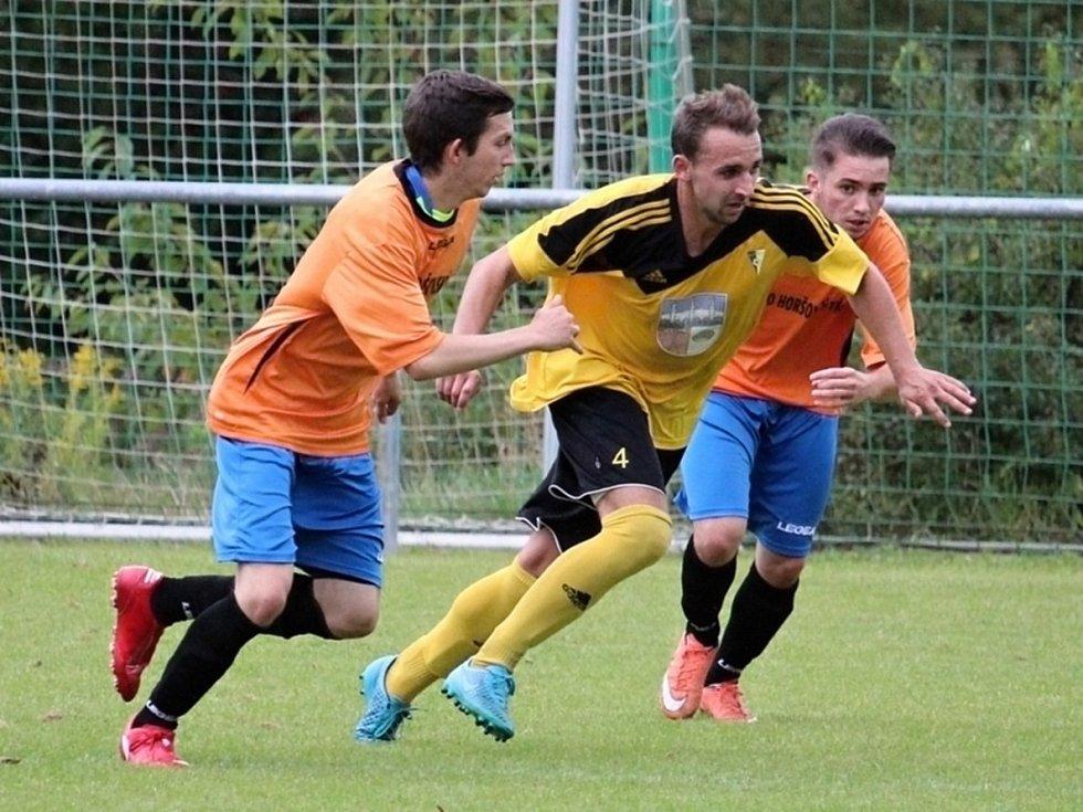 Z utkání fotbalistů FC Dynamo Horšovský Týn a Start Bělá nad Radbuzou.