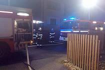 Hasiči likvidovali požár garáže v Meclově.