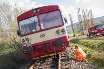 Vykolejený vlak mezi Klenčím a Postřekovem.