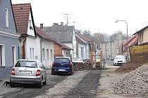 Jak postupuje akce Čistá Berounka v Domažlicích. Žižkova ulice na Bezděkovském předměstí.