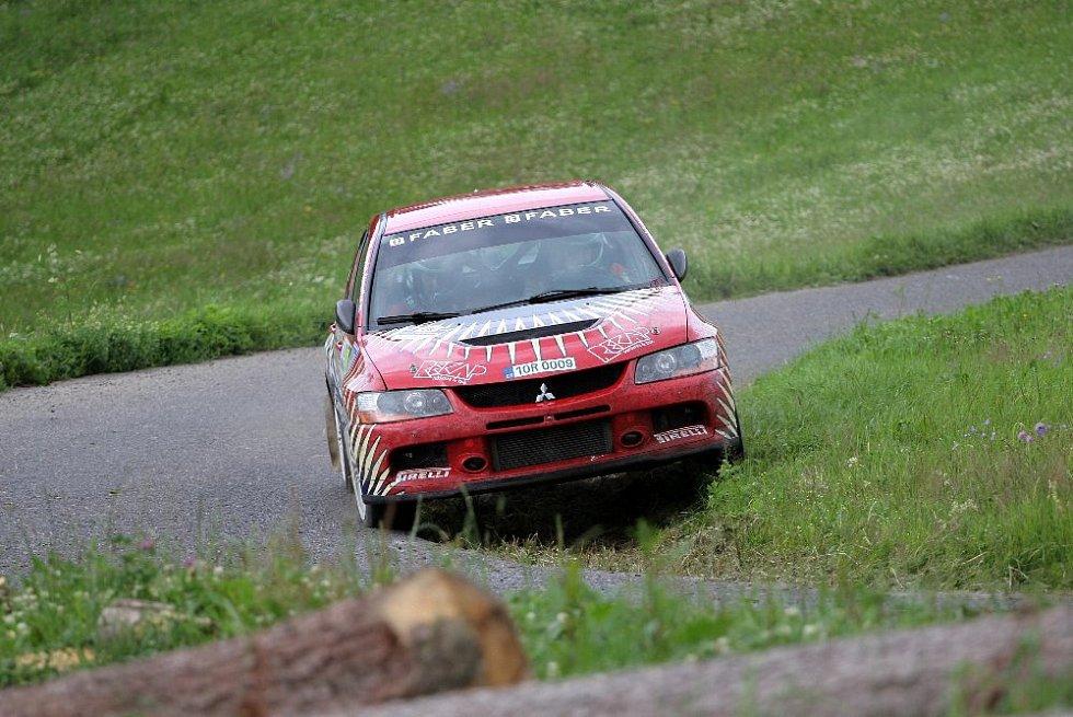 Marcel Tuček a Petr Dufek v Mitsubishi Lancer EVO IX.