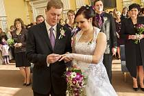 Druhý den prezidentských voleb byl zároveň jejich dnem svatebním.