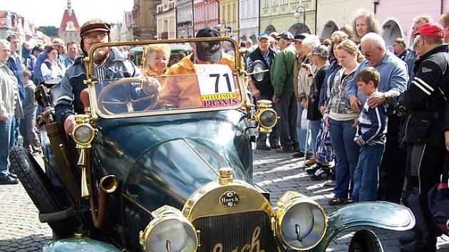 Trasu domažlické veteránské jízdy zdárně zvládl také automobil značky Horch vyrobený v roce 1911. Foto: Jan Pek