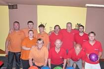 Loňští vítězové Kdyňské bowlingové ligy Kdynium si v prvním utkání o letošní bronz vytvořili proti Flinstounům luxusní náskok do odvety výhrou 3:0 o sto čtyřicet tři kuželek
