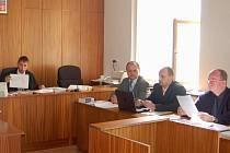 V pátek rozhodne soud o vině či nevině obžalovaného poručíka Jana Švejnocha (na snímku před počítačem).