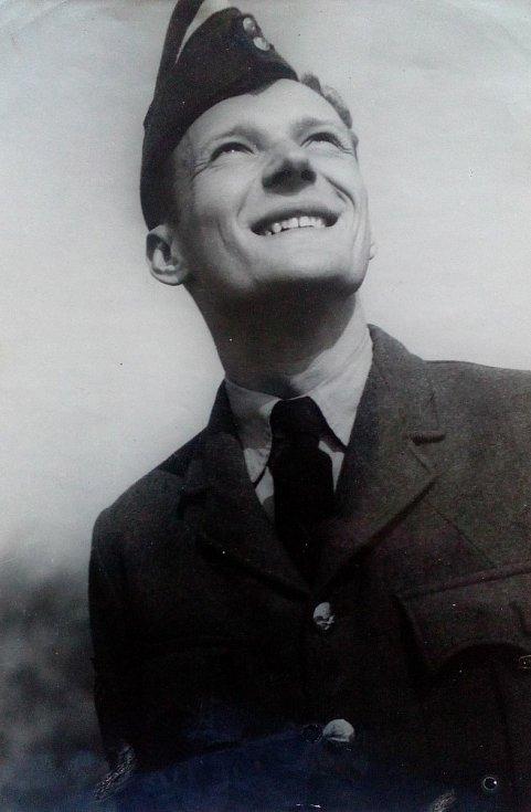 Odbojář Jan Smudek utekl z rodné vlasti a během války působil v Královském letectvu Velké Británie.