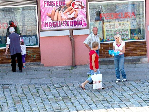 DOBRÝ DEN, PŘISPĚJTE! Prodejci se soustředí na centra větších měst