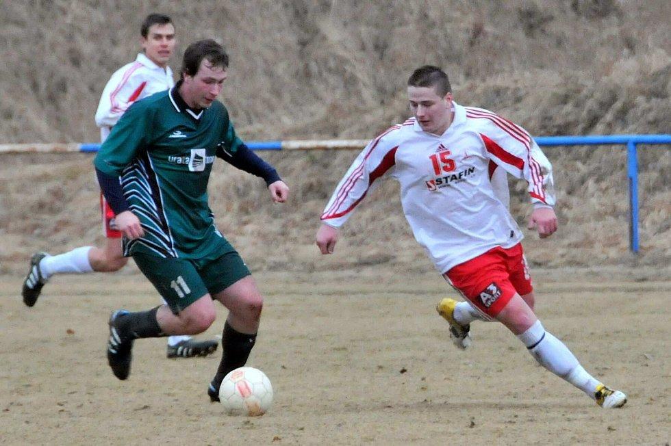 Z utkání fotbalistů FK Holýšov a ZKZ Horní Bříza.