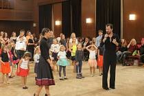 Z nedělní Dance Show.