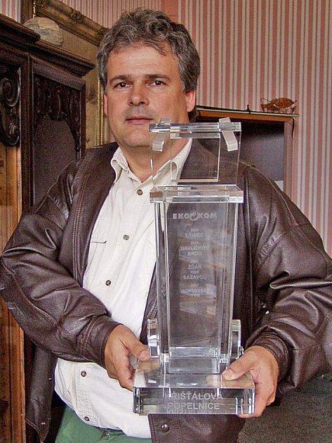 Starosta Josef Holeček s putovní křišťálovou popelnicí