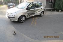 Oba řidiči utrpěli při nehodě zranění.