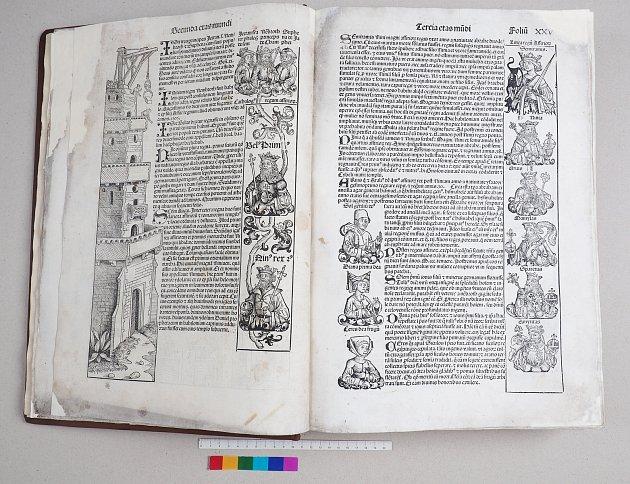 UKÁZKA bohatosti ilustrací  kroniky, vlevo stavba babylonské věže.