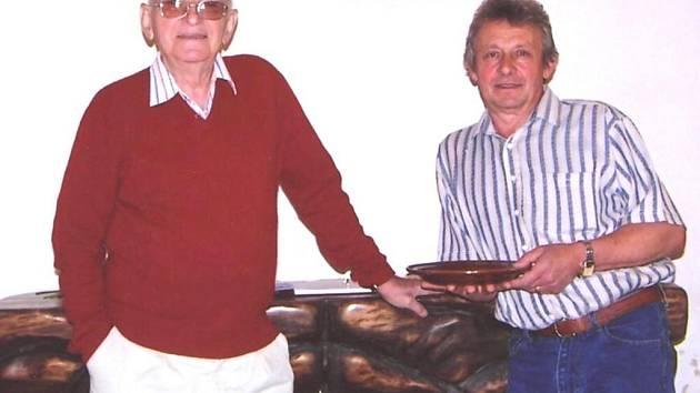 Na výstavě můžete spatřit i díla akademického malíře Eduarda Hájka z Prahy (vlevo). Foto: Václav Cvachovec