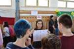 Studenti z ciziny ve staňkovské škole.