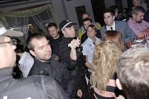 Policejní kontrola barů v Domažlicích.