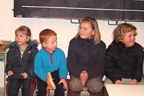 DRAŽENOVSKÁ ŠKOLA OŽILA. Po řadě let, kdy byly třídy opuštěné, se opět zaplní dětmi. Sice jen na pár hodin týdně, ale přece.