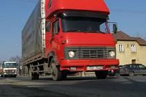Doprava, především kamionová, způsobuje v obcích značný hluk.
