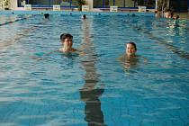 NÁVŠTĚVNÍCI bazénu jej bez omezení mohou využívat až do příští letní odstávky.