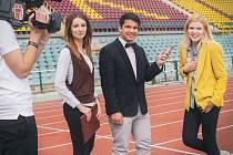 Albín Augustýn Balát s moderátorkou České televize Janou Peroutkovou a herečkou Nikolou Štíbrovou.