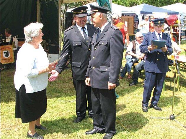 U příležitosti 75. výročí Sboru dobrovolných hasičů v Křenovech byl předán pamětní list k výročí narození nejstarší člence sboru, osmdesátileté Marii Marianové.
