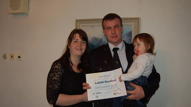 Lukáš Bouda si po ocenění Gentleman silnic přišel s manželkou Lenkou a dcerkou Karolínkou.