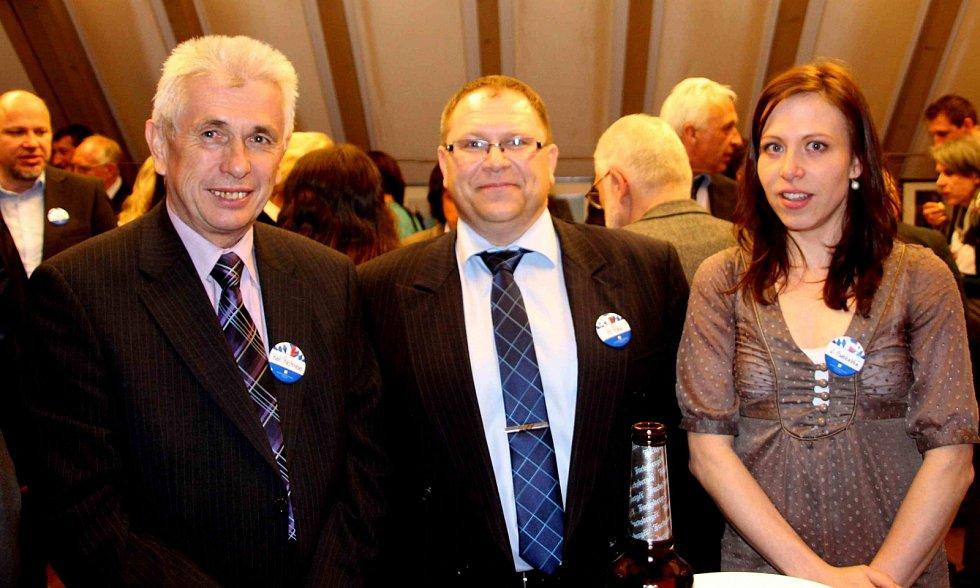 Při oceňování v CeBB Schönsee nemohli vedle K. Reitmeiera chybět zástupci partnerského města Poběžovic - starosta Hynek Říha a vedoucí MKIS a zastupitelka Jana Podskalská.