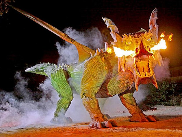 """Obyvatelé Furthu im Wald i návštěvníci slavností Drachenstich se již těší, až nového draka uvidí """"v akci"""" při večerních představeních."""