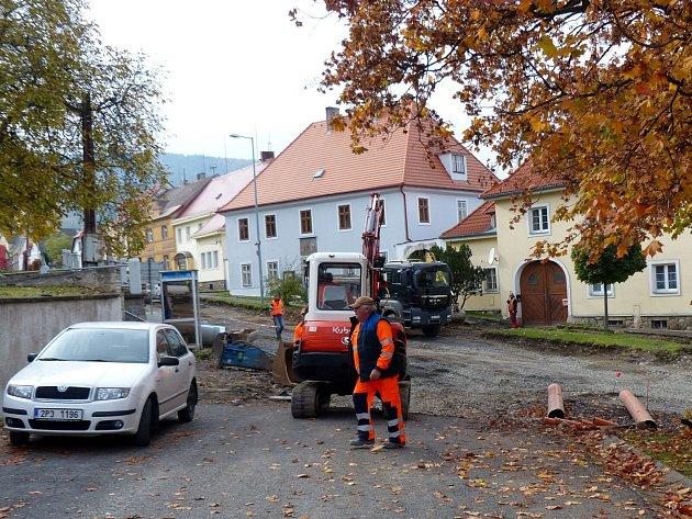 Zopravy silnice vKlenčí.