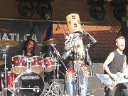 Jana Uriel Kratochvílová předvedla s kapelou Illuminati.ca v Klenčí nezapomenutelné vystoupení.