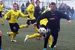 Ion Butnaru v černém dresu FK Horaďovice proti rezervě jiskry Domažlice.