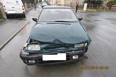 Řidička Škody Felicie nezastavila na značce Stůj, dej přednost v jízdě a na křižovatce se střetla s nákladním vozidlem.