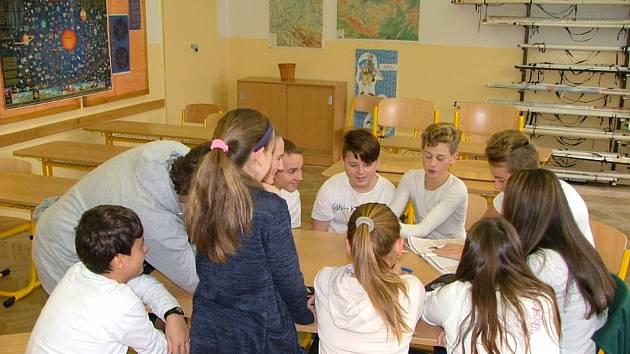 Žáci ZŠ Koloveč si během podzimu připomínali vznik republiky.