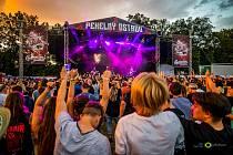 Rockový festival Pekelný ostrov.