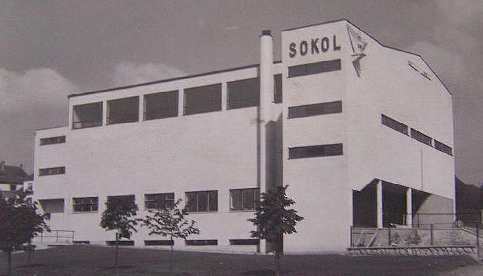 Podoba domažlické sokolovny při otevření v roce 1936.