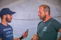 David Koller (vpravo) při rozhovoru s Alešem Malárem.