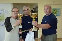 Tříčlenný tým ve složení (zleva) Ladislav Verner,  Václav Hruška a Bedřich Řehka reprezentoval Domažlice na Sportovních hrách seniorů Plzeňského kraje.