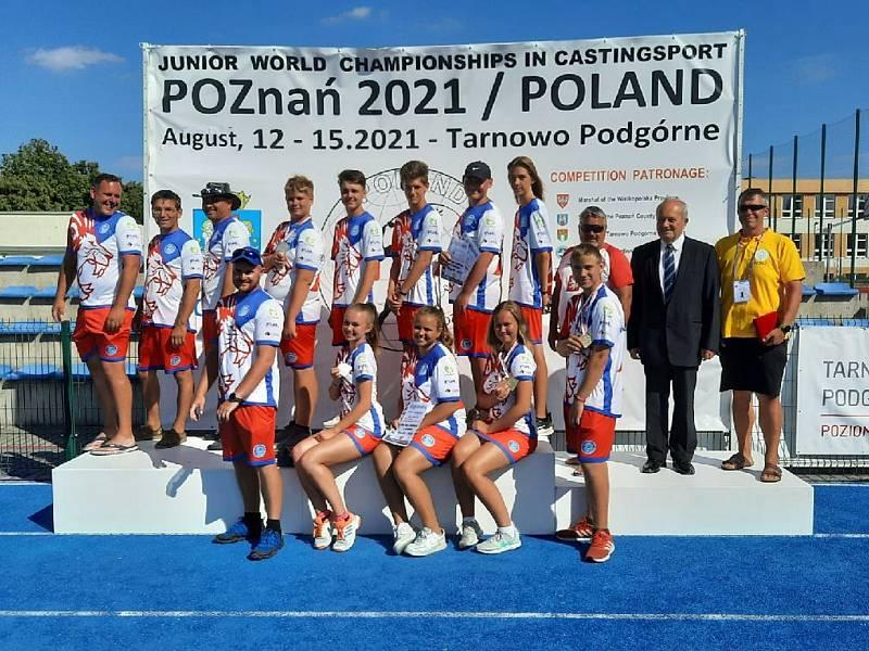 Reprezentanti ČR, David Nejdl stojí v zadní řadě čtvrtý zleva.