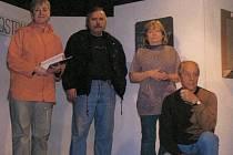 Pevným základem souboru je (zleva) Mluše Šibilová, Josef Lukášek, Dana Lukášková a Milan Lešek.