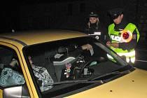 Z noční policejní kontroly. Ilustrační foto.