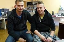 O KŘTU jsme hovořili s kytaristou  a kapelníkem Zastodeset Miroslavem Soukupem (vlevo) a manažerem  Jakubem Kulhánkem.