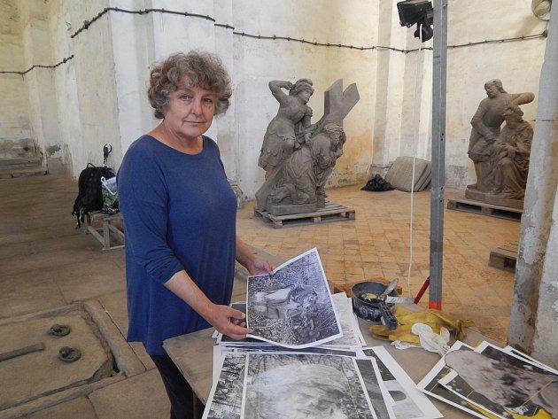 Kateřina Amortová pracovala na restaurování vzácných soch v klášterním kostele v Horšovském Týně.