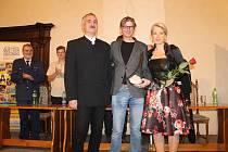 Jiří Strach (uprostřed) v Horšovském Týně obdržel Zlatou rafičku.