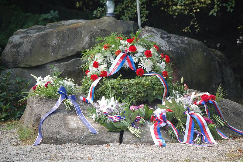 Vzpomínkové setkání u pomníku Všerubské kameny.