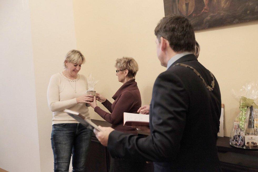 Oceňování dárců krve v Horšovském Týně.