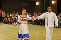 Merenque, salsu či karnevalovou sambu předvedli při show ve Staňkově Leandro s Ingrid.