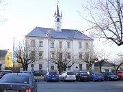 Kdyňská radnice. Budova charakterizující kdyňské náměstí.