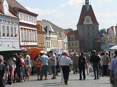 Středeční trh na domažlickém náměstí.