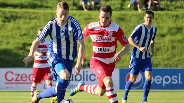 Fotbalisté Jiskry Domažlice hostili ve středeční dohrávce soupeře ze Štěchovic.
