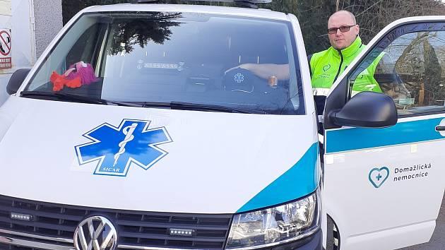 Miloslav Kundrát ze Kdyně pracuje jako řidič převozové sanitky. Prodělal covid-19, s onemocněním se pral dlouhých pět týdnů.