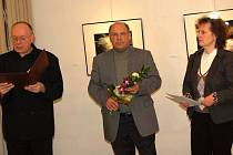 Vernisáž v Galerii bratří Špillarů uvedl její vedoucí, výtvarník Václav Sika.